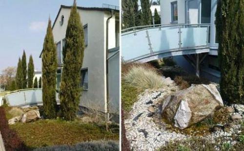 Brücke über Teich zum Hauseingang in Speyer Pfalz